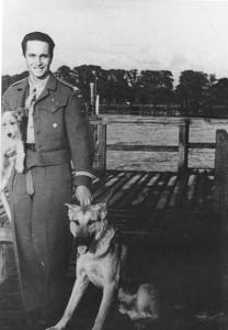 Tadeusz Pietrzykowski jako podchorąży 1. Dywizji Pancernej gen. Stanisława Maczka, Belgia 1946 r.