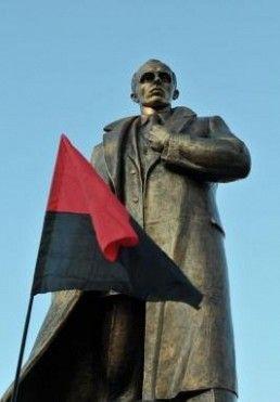 Pomnik Bandery w Samborze