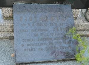 Tablica upamiętniająca rodziców i siostrę Zygmunta Piotrowskiego