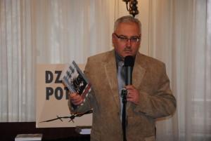 """Bohdan Piętka podczas prezentacji """"Zeszytów Oświęcimskich"""" nr 27 i opracowania Akcji """"Oderberg"""" na tegorocznej uroczystości rocznicowej w Czeladzi 19 lutego 2013 r."""