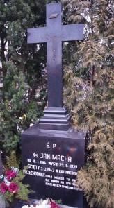 Okradziony grób ks. Jana Machy (16.02.2014 r.)