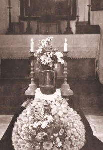 Urna z prochami Karola Dydo w kaplicy cmentarnej w Oświęcimiu