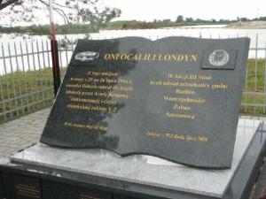 Pomnik na miejcu lądowiska pod Tarnowem