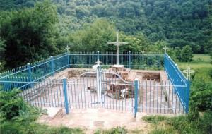 Mogiła Polaków pomordowanych przez kureń UPA w Czerwonogrodzie (fot. z internetu)