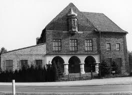 """Budynek tzw. """"Theatergebäude"""", gdzie obecnie będzie się mieścić Centrum Nauczania o Auschwitz i Holocauście"""